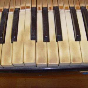 Löberitz - Klaviatur vor der Überarbeitung